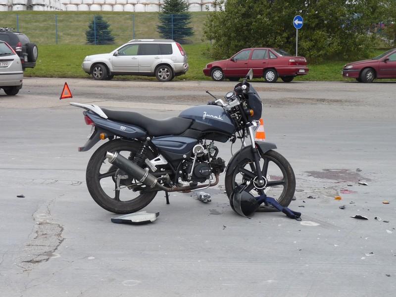 Motocyklista wjechał w Forda – zobacz zdjęcia