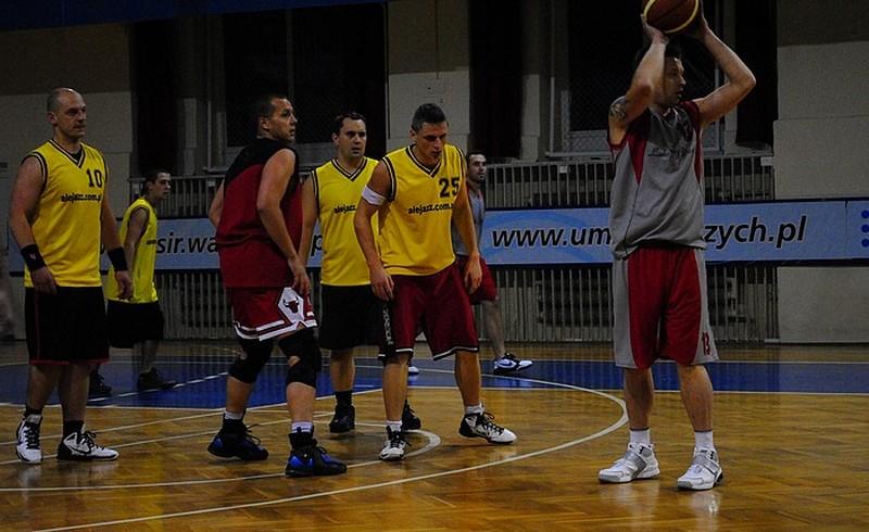 Amatorscy koszykarze w cugu