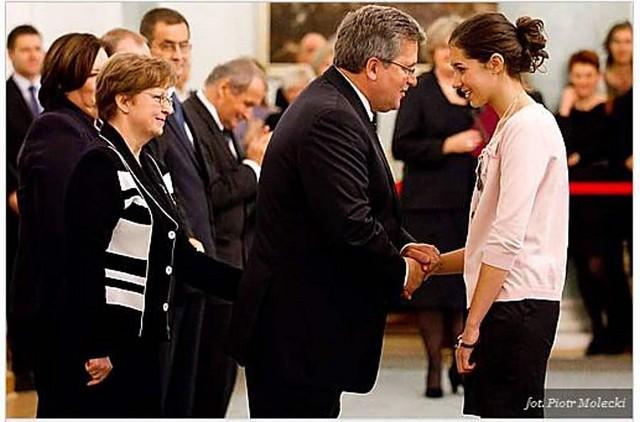 Prezydent RP wręczył medal uczennicy z Głuszycy – zobacz zdjęcia