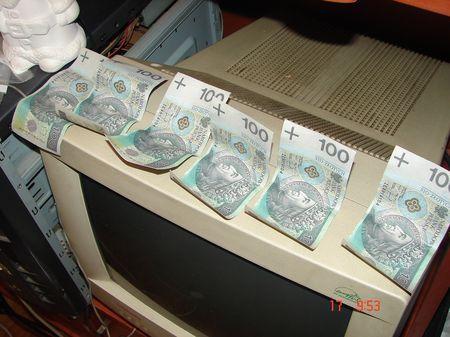 Ruszyło go sumienie, oddał znalezione pieniądze