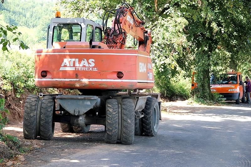 Remontują drogi w Czarnym Borze