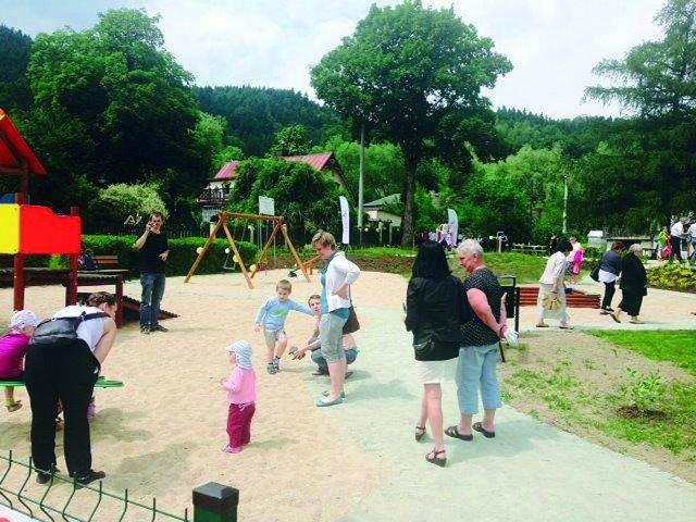 Plac zabaw w Kamieńsku otwarty