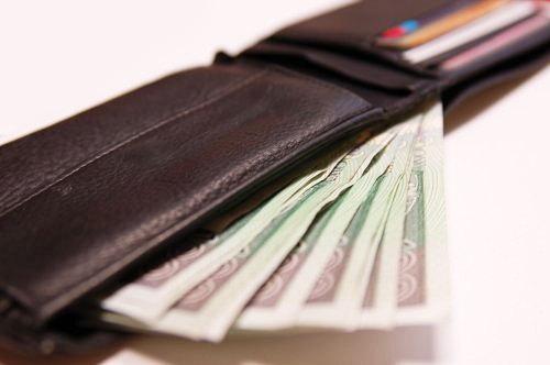 Przywłaszczył portfel i zrobił zakupy cudzą kartą