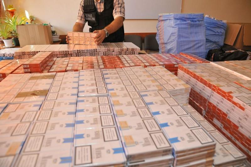 Znaleźli nielegalne wyroby: papierosy i spirytus