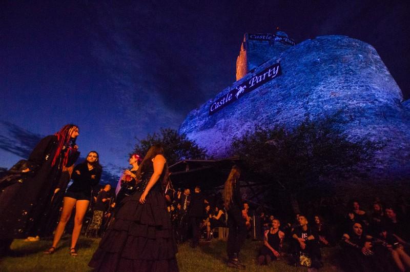 Castle Party z gitarą i makijażem