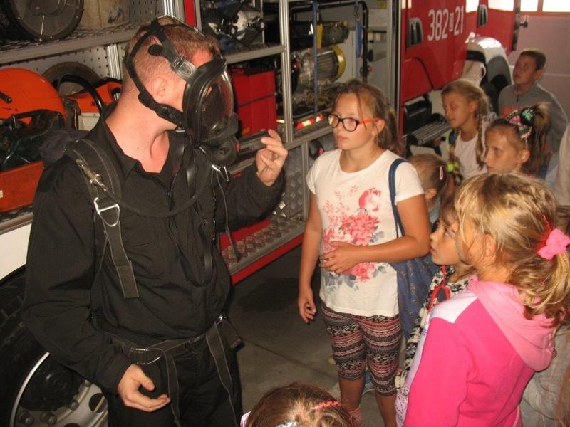 Dzieci z wizytą u strażaków