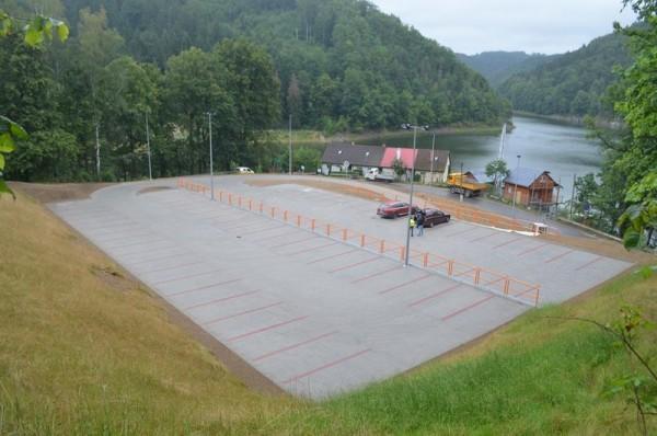 Parking_jezioro
