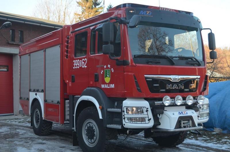 Strażacy w Walimiu dostali nowoczesny wóz