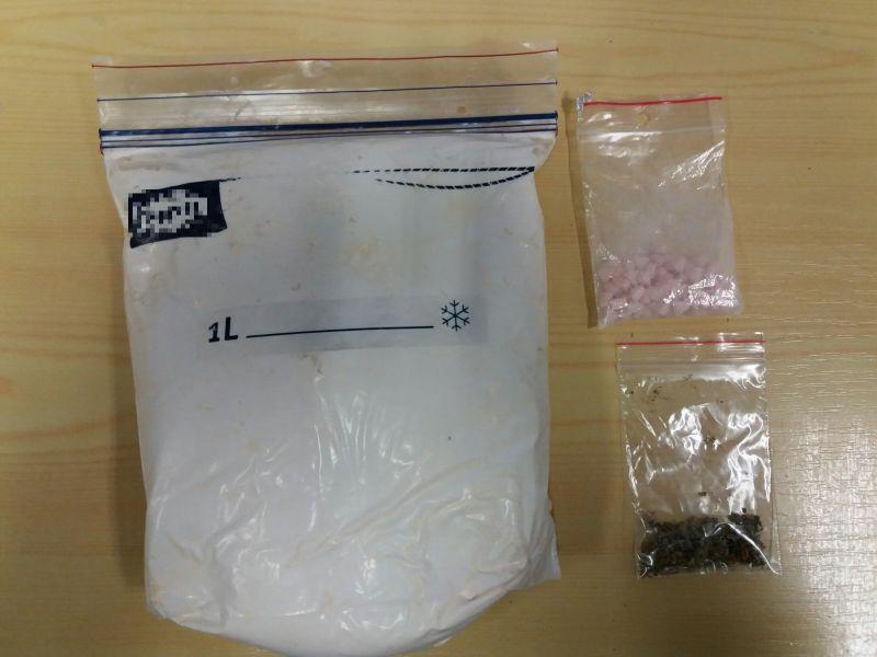 Amfetaminę i marihuanę schował w biurku
