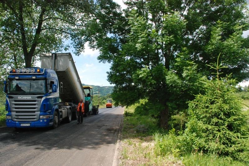 Modernizują drogi w Głuszycy