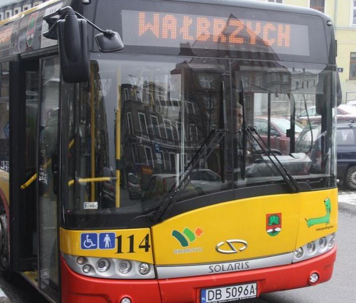 Autobusem na strefę?