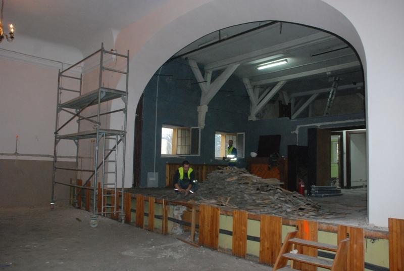 Głuszycka sala widowiskowa remontowana
