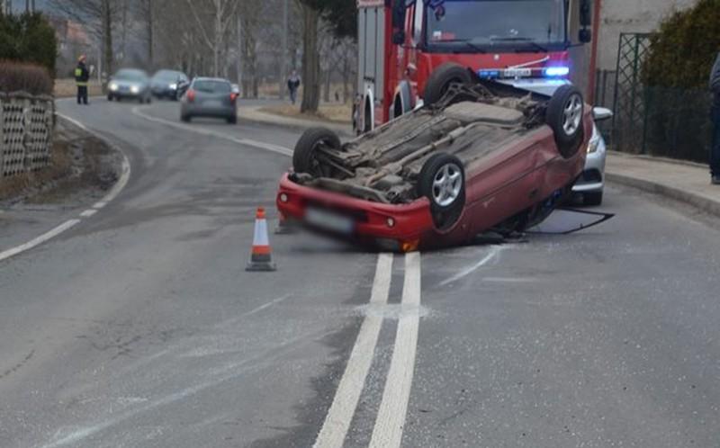 Dachował w Mieroszowie i uciekł z miejsca wypadku