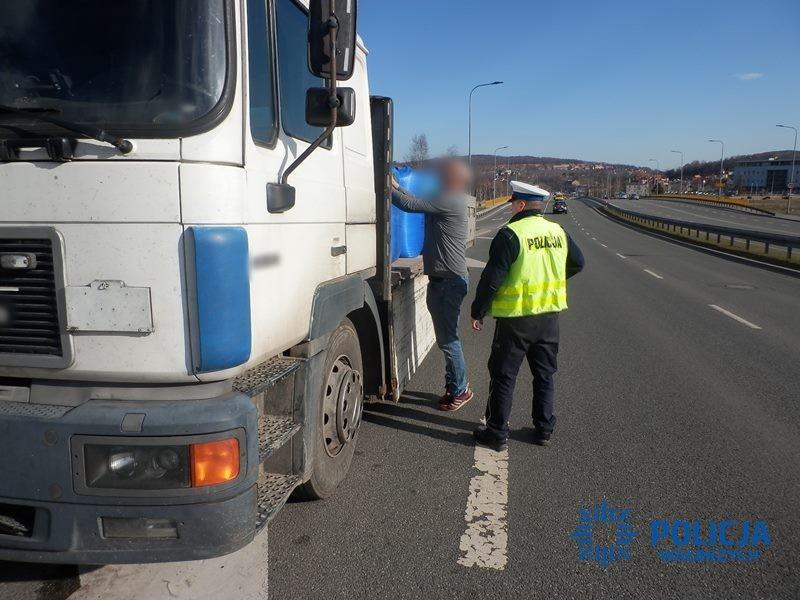 Niesprawnym autem przewoził niebezpieczny ładunek