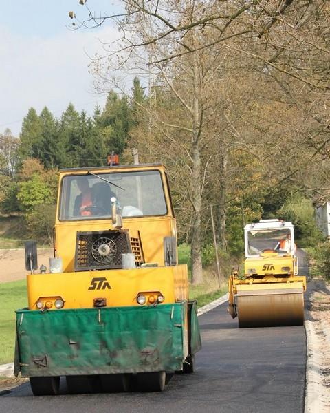 Remontują ważne drogi w gminie