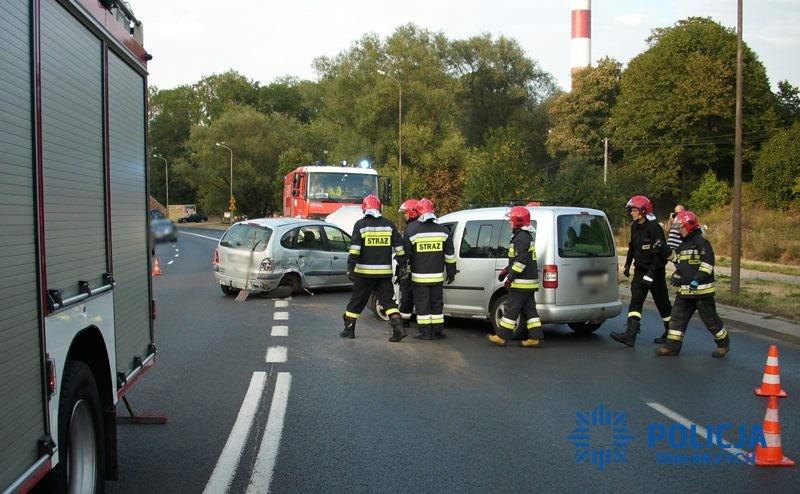 Nietrzeźwy 73-latek wjechał w dwa samochody