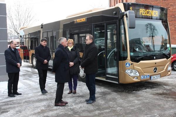 Świebodzice z nowym autobusem