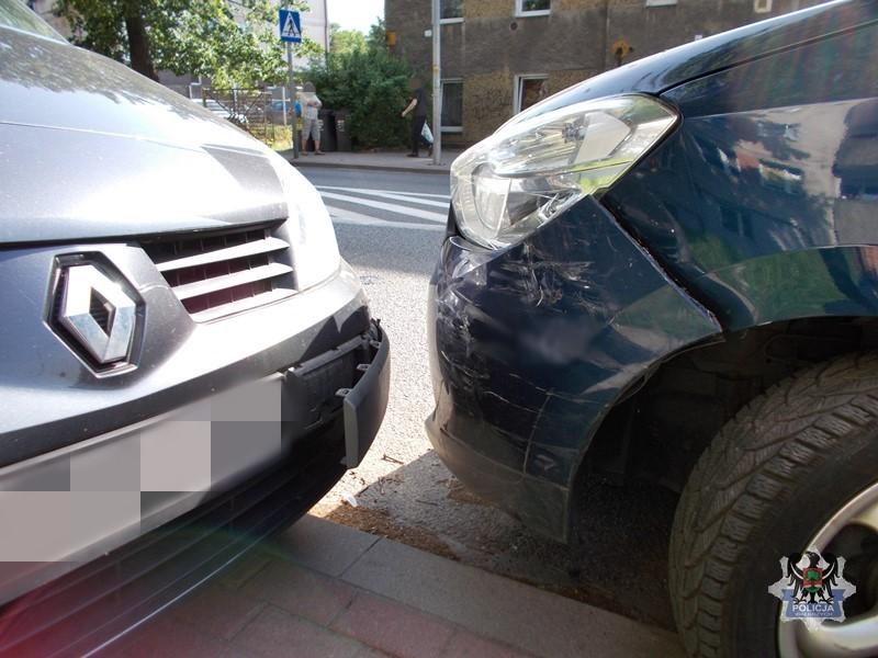Pijany uderzył w zaparkowany samochód
